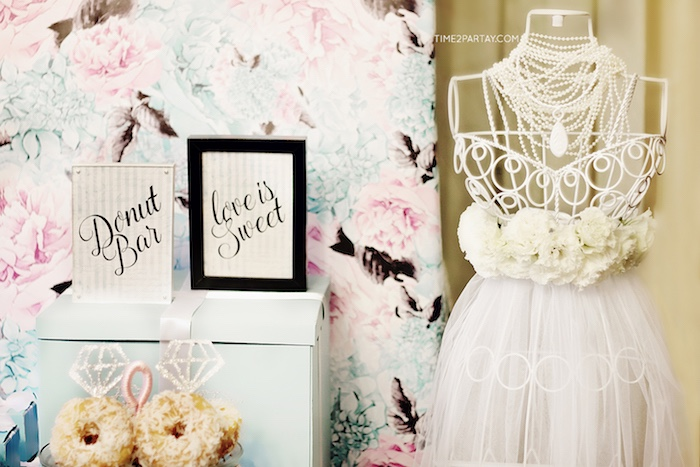 Breakfast at Tiffany's Inspired Bridal Shower on Kara's Party Ideas | KarasPartyIdeas.com (25)