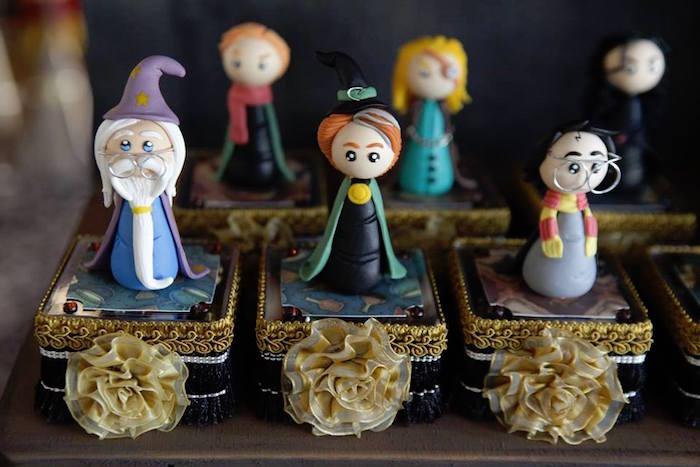 Favor tins from a Brazilian Harry Potter Birthday Party on Kara's Party Ideas | KarasPartyIdeas.com (31)