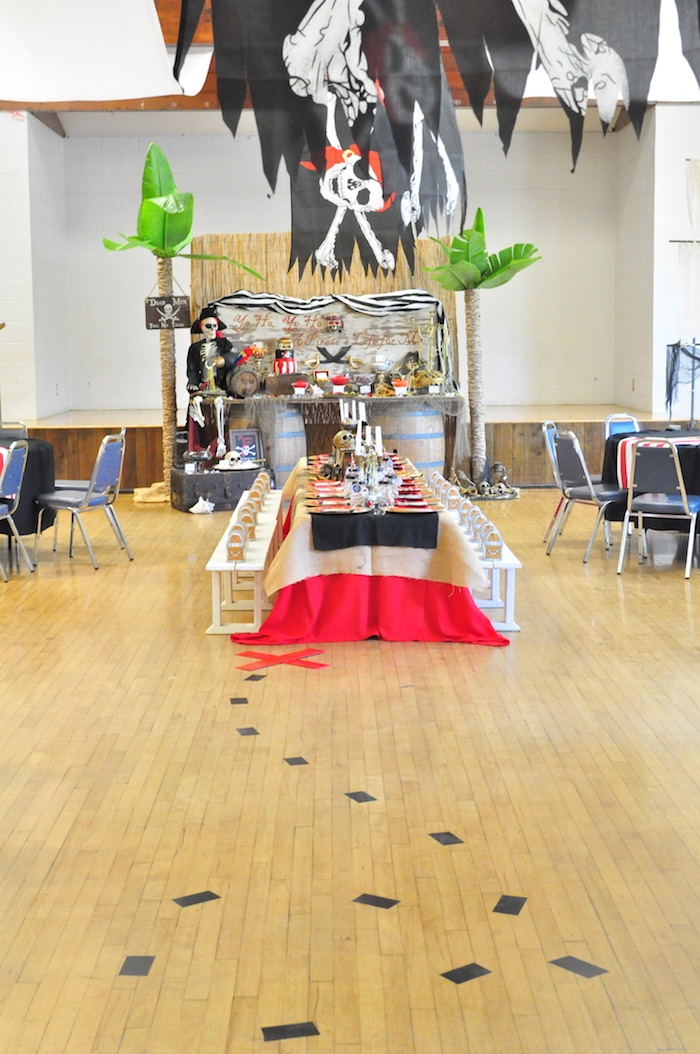 """X marks the spot"" guest table from a Pirates of the Caribbean Birthday Party on Kara's Party Ideas 