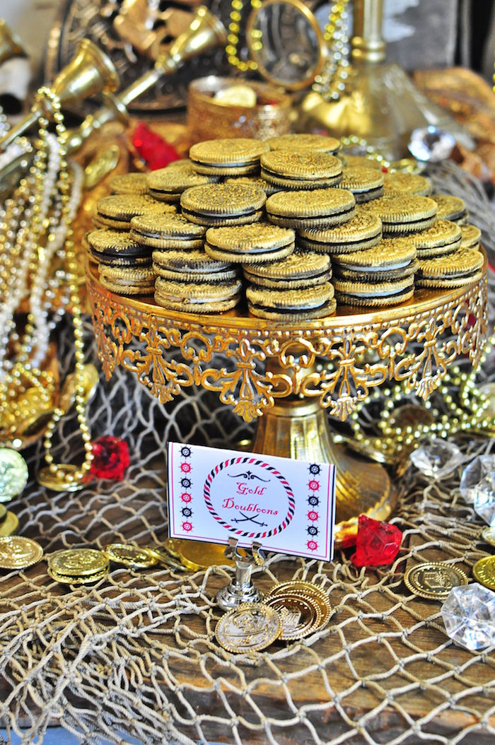 Gold coin Oreos from a Pirates of the Caribbean Birthday Party on Kara's Party Ideas | KarasPartyIdeas.com (7)