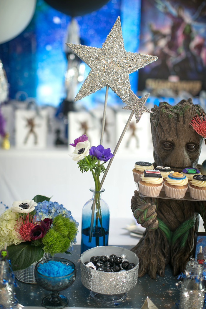 "Glitter starred floral arrangement from a ""Guardians of the Galaxy"" Birthday Party on Kara's Party Ideas 