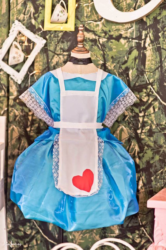 Alice in Wonderland Birthday Party on Kara's Party Ideas | KarasPartyIdeas.com (27)