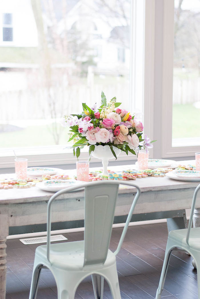 Guest tablescape from a Colorful Garden Party on Kara's Party Ideas | KarasPartyIdeas.com (10)