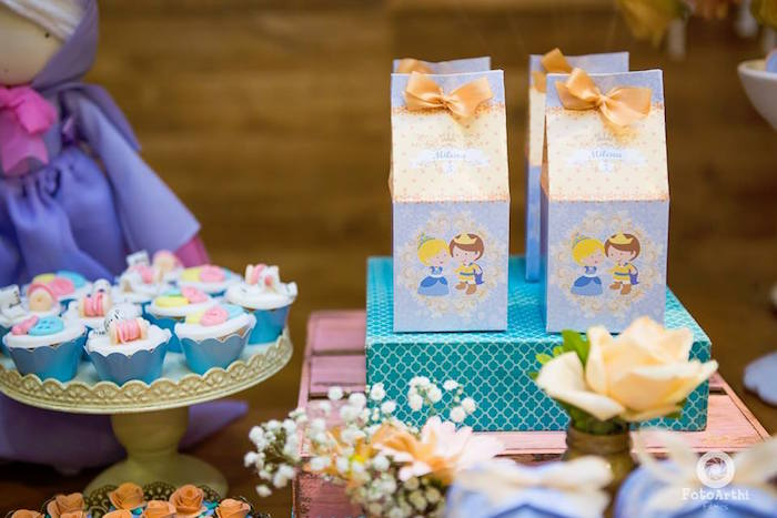 Cinderella favor boxes from a Dreamy Cinderella Birthday Party on Kara's Party Ideas | KarasPartyIdeas.com (22)