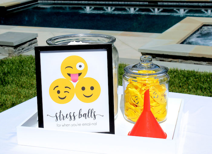 Emoji Birthday Party on Kara's Party Ideas | KarasPartyIdeas.com (36)