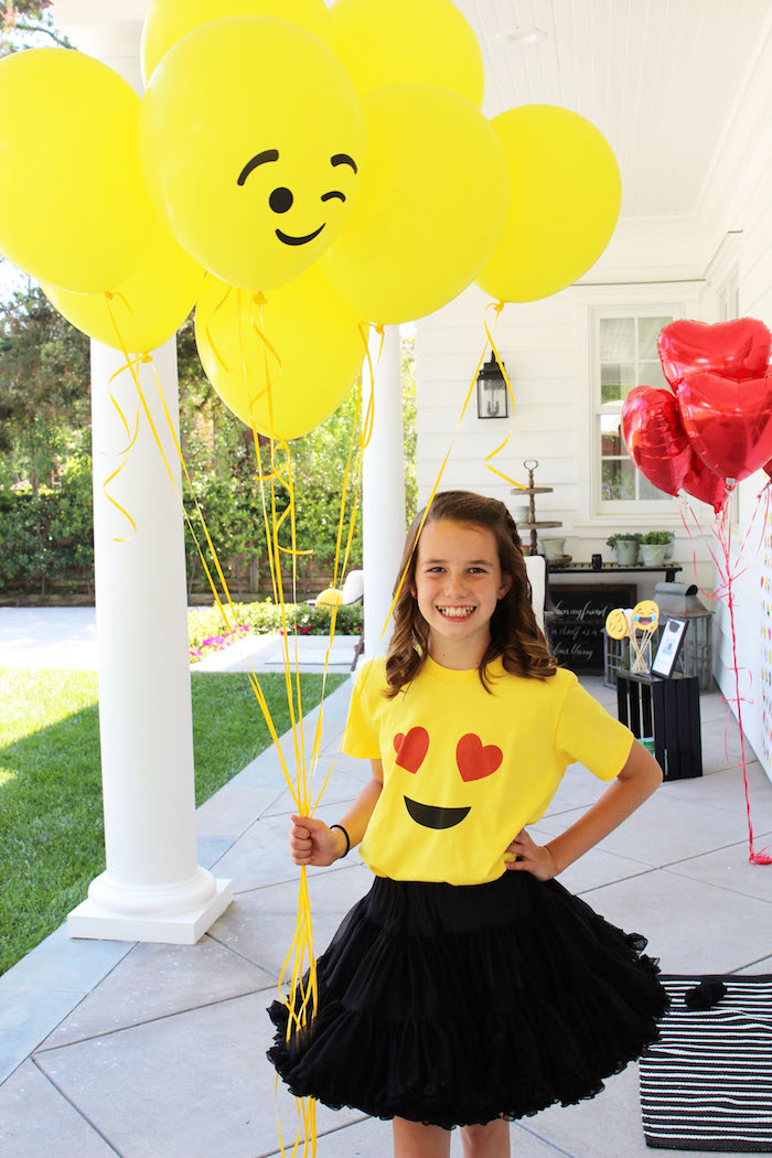 Emoji Birthday Party on Kara's Party Ideas | KarasPartyIdeas.com (33)