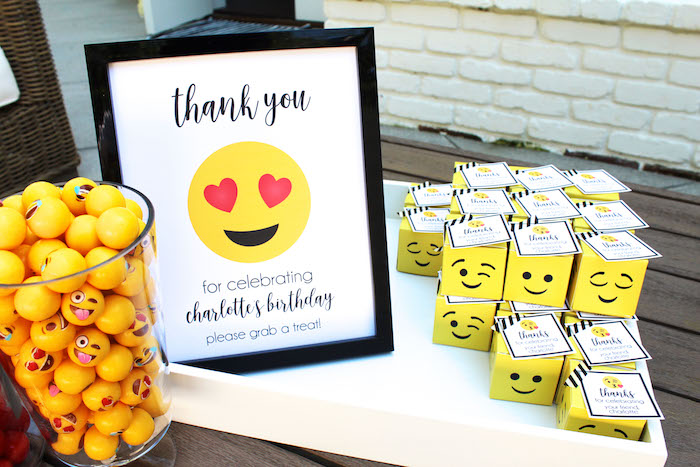 Emoji Favors From An Birthday Party On Karas Ideas