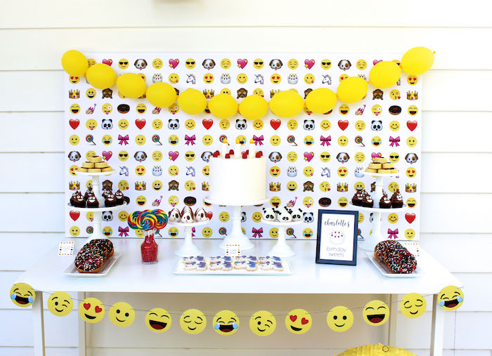 Emoji Birthday Party on Kara's Party Ideas | KarasPartyIdeas.com (24)