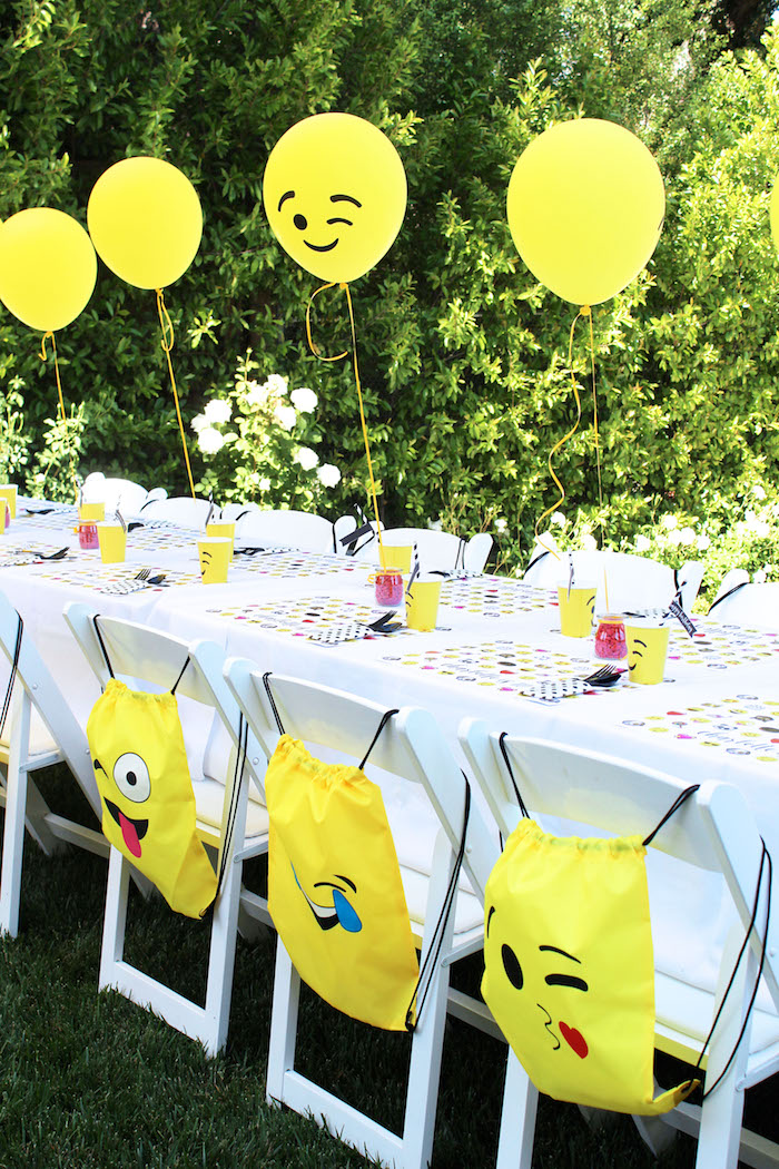 Emoji Guest Table From An Birthday Party On Karas Ideas