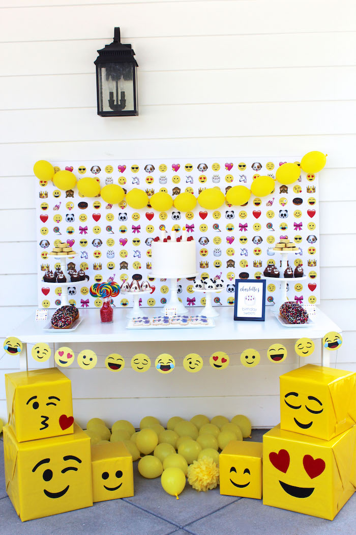 Emoji Birthday Party on Kara's Party Ideas | KarasPartyIdeas.com (20)