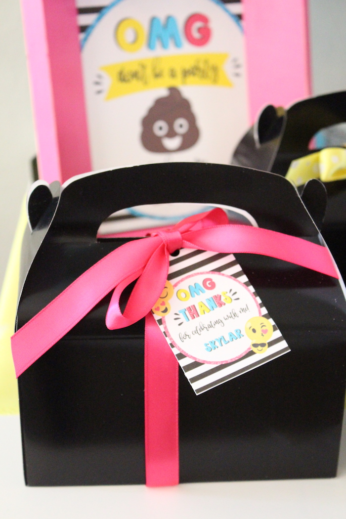 Gable favor box from an Emoji Birthday Party on Kara's Party Ideas | KarasPartyIdeas.com (15)