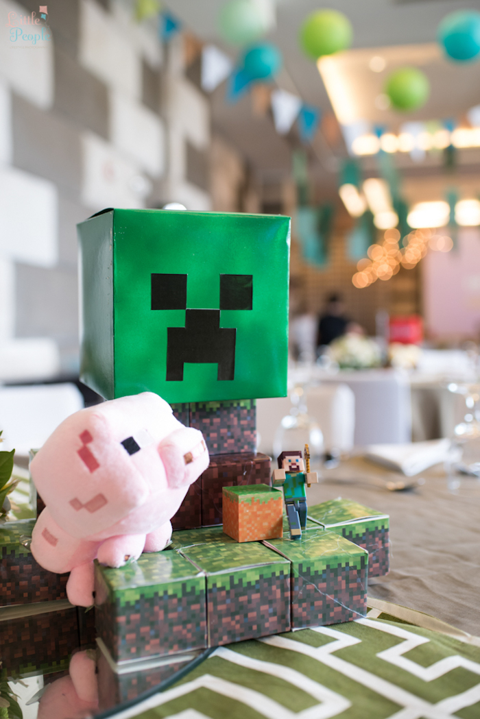 Minecraft guest table centerpiece from a Minecraft Birthday Party on Kara's Party Ideas | KarasPartyIdeas.com (42)