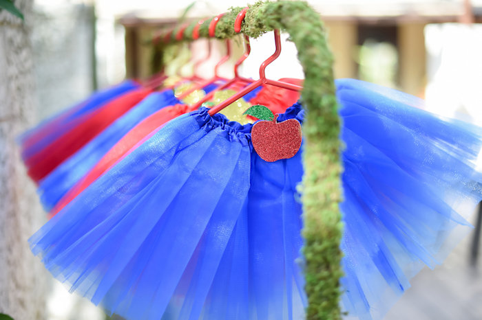 Snow White Fairytale Birthday Party on Kara's Party Ideas | KarasPartyIdeas.com (17)
