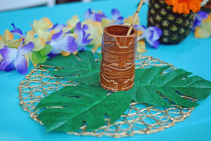 Totem pole place setting from a Moana Hawaiian Luau Birthday Party on Kara's Party Ideas | KarasPartyIdeas.com (21)