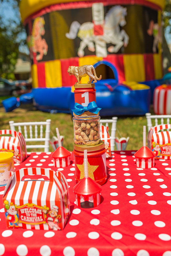 Guest table details from a Circus Birthday Party on Kara's Party Ideas | KarasPartyIdeas.com (22)