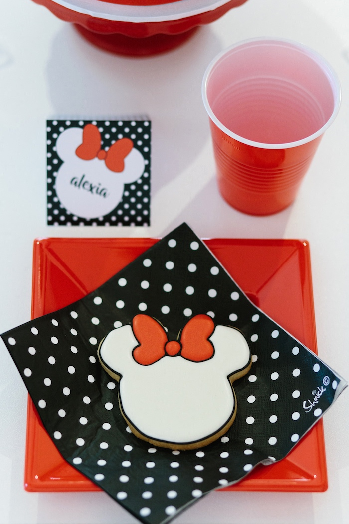 Minnie Mouse place setting from a Minnie Mouse Birthday Party on Kara's Party Ideas | KarasPartyIdeas.com (20)