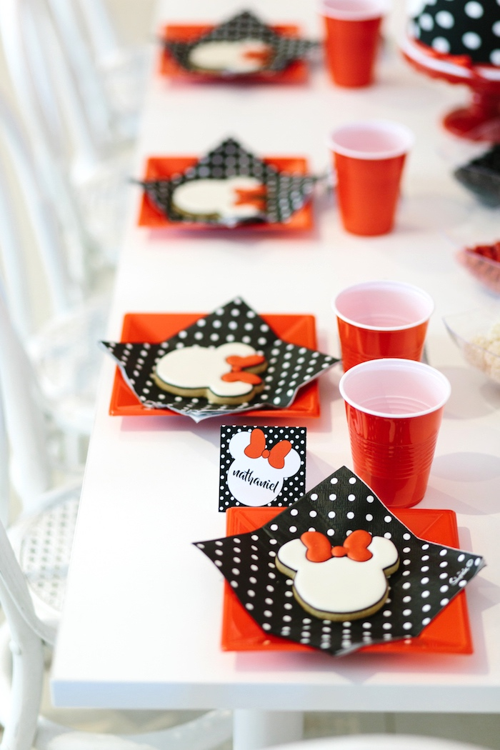 Minnie Mouse guest tablescape + place settings from a Minnie Mouse Birthday Party on Kara's Party Ideas | KarasPartyIdeas.com (15)