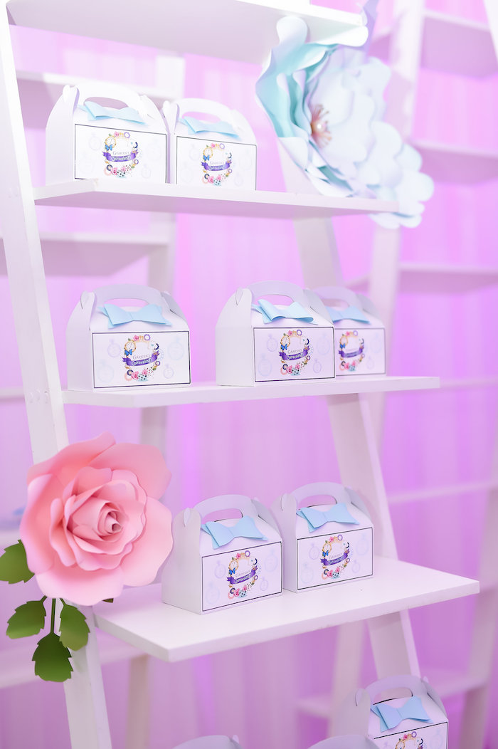Gable favor boxes from a Modern Alice in Wonderland Birthday Party on Kara's Party Ideas | KarasPartyIdeas.com (26)