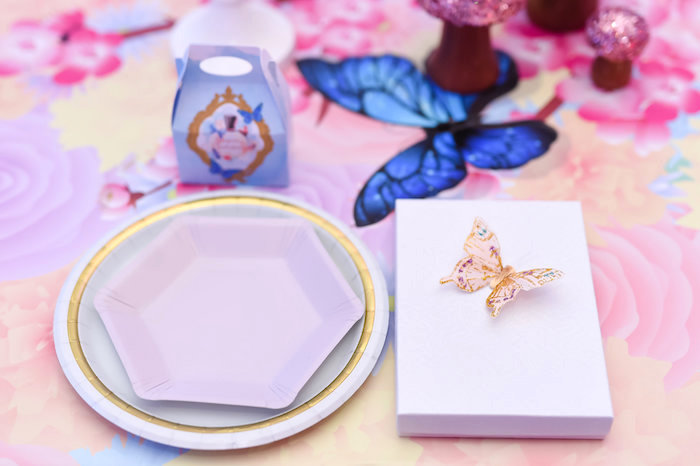 Place setting from a Modern Alice in Wonderland Birthday Party on Kara's Party Ideas | KarasPartyIdeas.com (9)