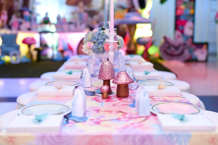 Guest tablescape from a Modern Alice in Wonderland Birthday Party on Kara's Party Ideas | KarasPartyIdeas.com (8)