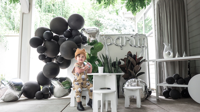 Kara S Party Ideas Modern Minimal Quot King For A Day