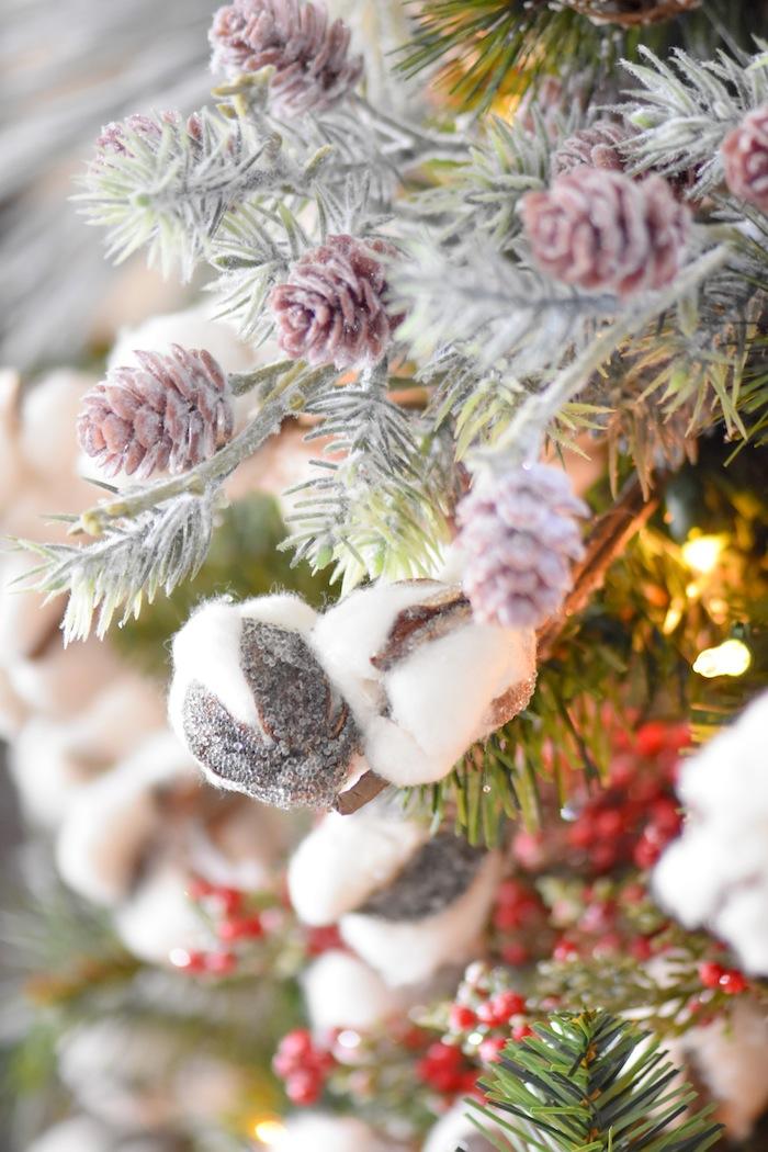 Farmhouse Christmas Tree | Modern Farmhouse Holiday Decorating 2018 | Kara's Party Ideas KarasPartyIdeas.com