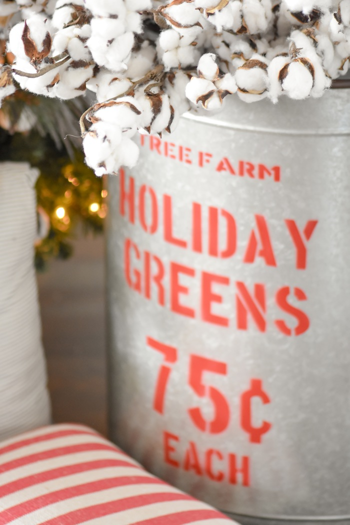 Farmhouse Christmas Tree | Modern Farmhouse Holiday Decorating 2018 | Kara's Party Ideas KarasPartyIdeas.com