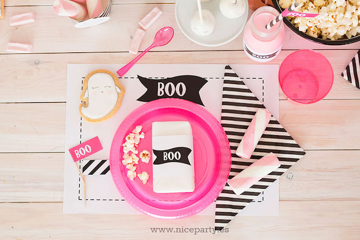 """Place setting from a Pink & Black """"Boo!"""" Halloween Party on Kara's Party Ideas 