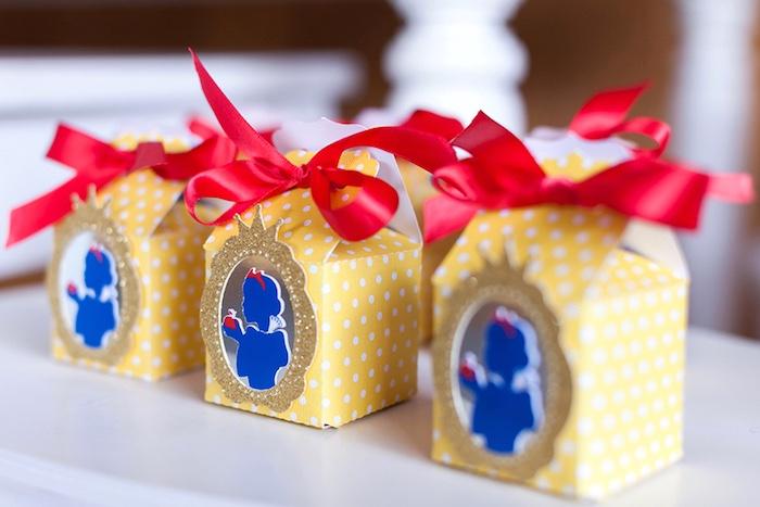 Snow White favor boxes from a Snow White Birthday Party on Kara's Party Ideas | KarasPartyIdeas.com (14)