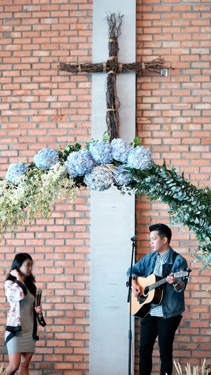 Floral arch form an Atlantis + Ocean Inspired Wedding on Kara's Party Ideas | KarasPartyIdeas.com (11)