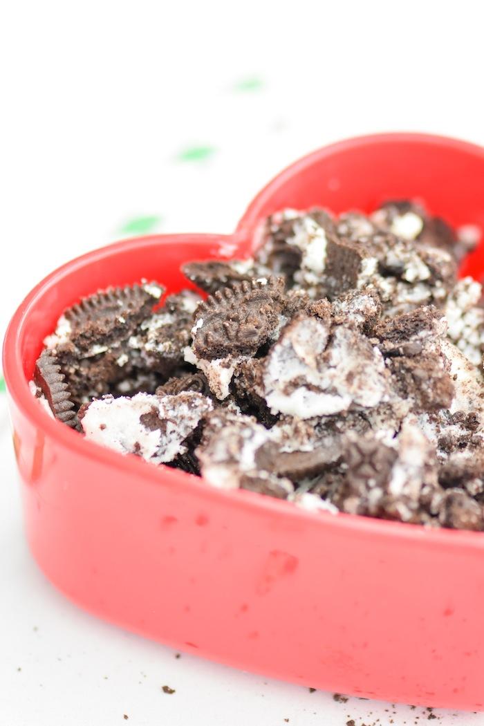 Easy Peppermint Oreo Muddy Buddies Christmas Chex Mix Recipe via Kara's Party Ideas