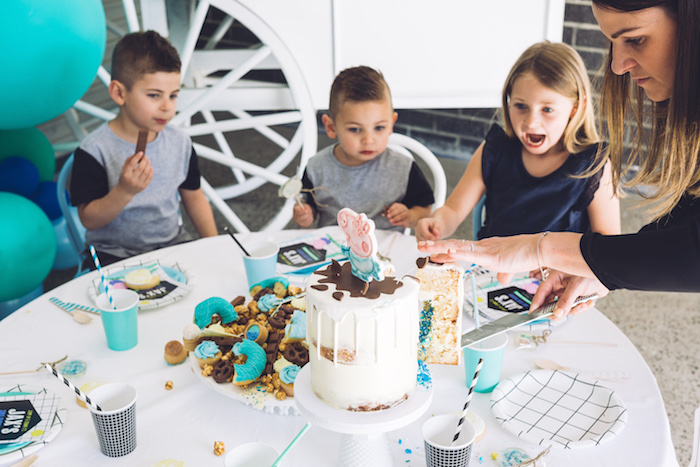 Guest table from a George Pig Birthday Party on Kara's Party Ideas | KarasPartyIdeas.com (5)