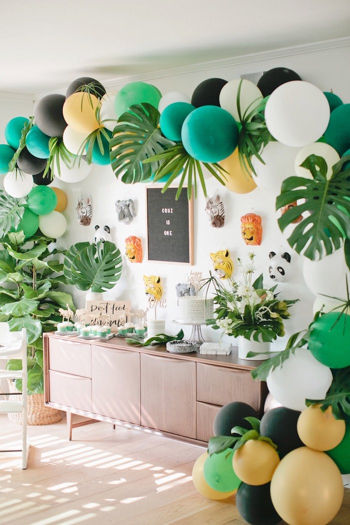 Kara 39 s party ideas jungle 1st birthday party kara 39 s for Animal party decoration