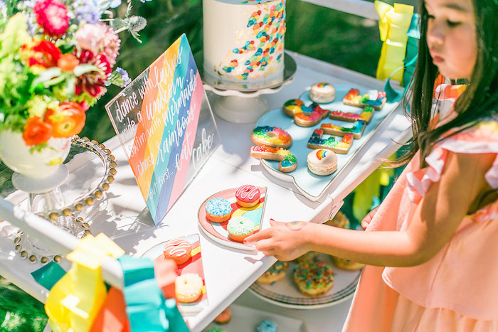 Sweet tablescape from an Over the Rainbow Birthday Party on Kara's Party Ideas | KarasPartyIdeas.com (10)