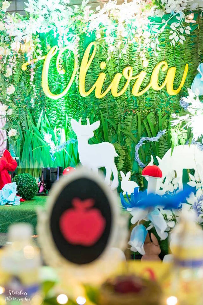 Greenery backdrop from a Snow White Enchanted Forest Birthday Party on Kara's Party Ideas | KarasPartyIdeas.com (17)