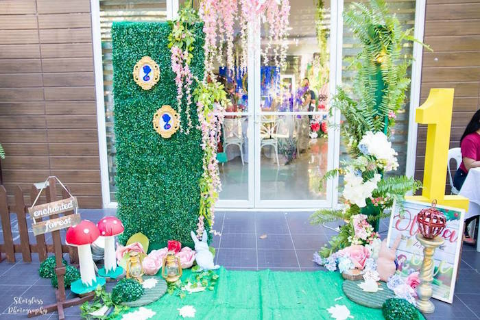 Snow White Party Entrance from a Snow White Enchanted Forest Birthday Party on Kara's Party Ideas | KarasPartyIdeas.com (16)