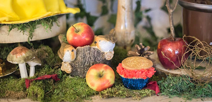 Sweet Snow White Birthday Party on Kara's Party Ideas | KarasPartyIdeas.com (5)