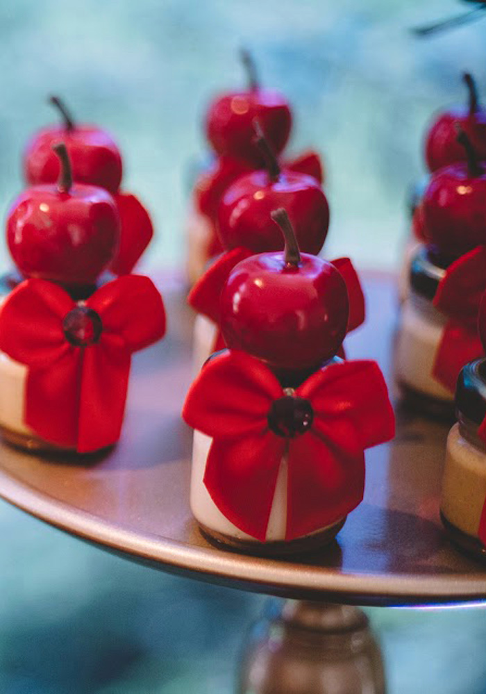 "Poison-Apple-Dessert-Favors from ABC's ""Once Upon a Time"" Inspired Birthday Party on Kara's Party Ideas 