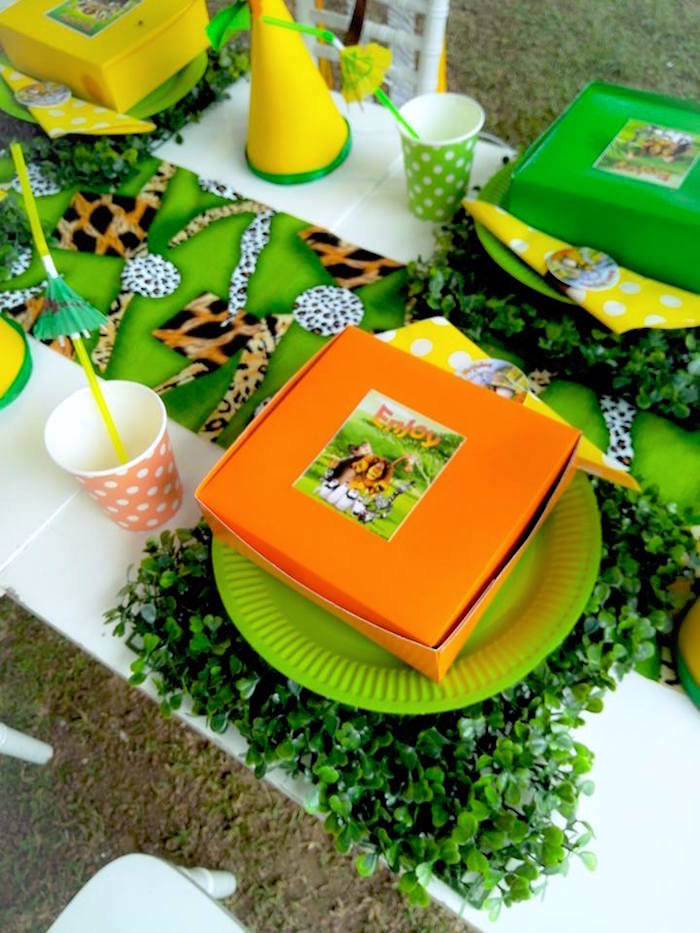 Jungle Table Setting from a Madagascar Inspired Safari Party on Kara's Party Ideas | KarasPartyIdeas.com (10)