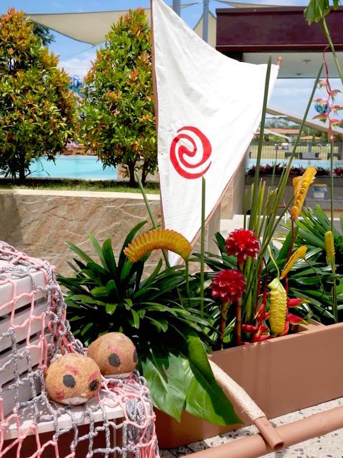 Moana Table Centerpiece from a Moana Birthday Party Luau on Kara's Party Ideas | KarasPartyIdeas.com (7)