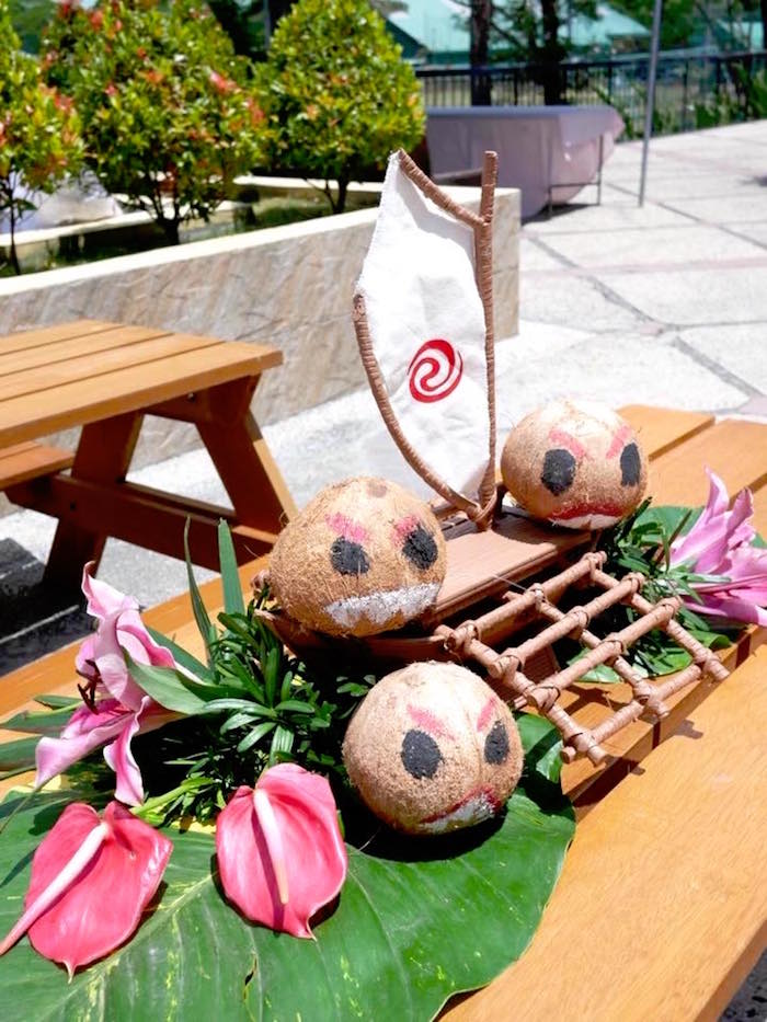 Moana Table Centerpiece from a Moana Birthday Party Luau on Kara's Party Ideas | KarasPartyIdeas.com (11)