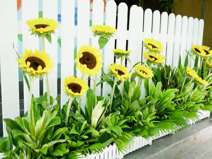 Sunflowers from a Bookworm Birthday Party on Kara's Party Ideas | KarasPartyIdeas.com (4)