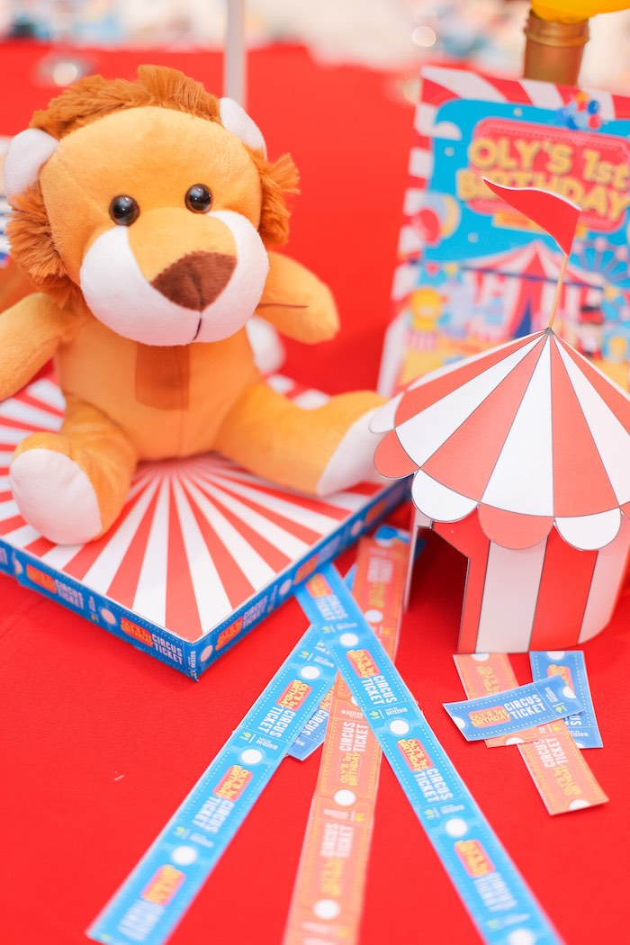 Circus Themed Table Centerpiece from a Circus + Carnival Birthday Party on Kara's Party Ideas | KarasPartyIdeas.com (5)