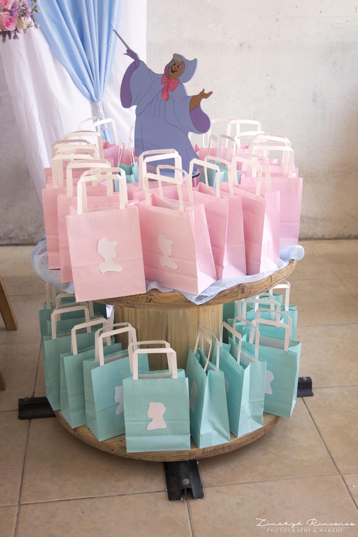 Cinderella Favor Sacks from a Cinderella Princess Party on Kara's Party Ideas | KarasPartyIdeas.com (7)