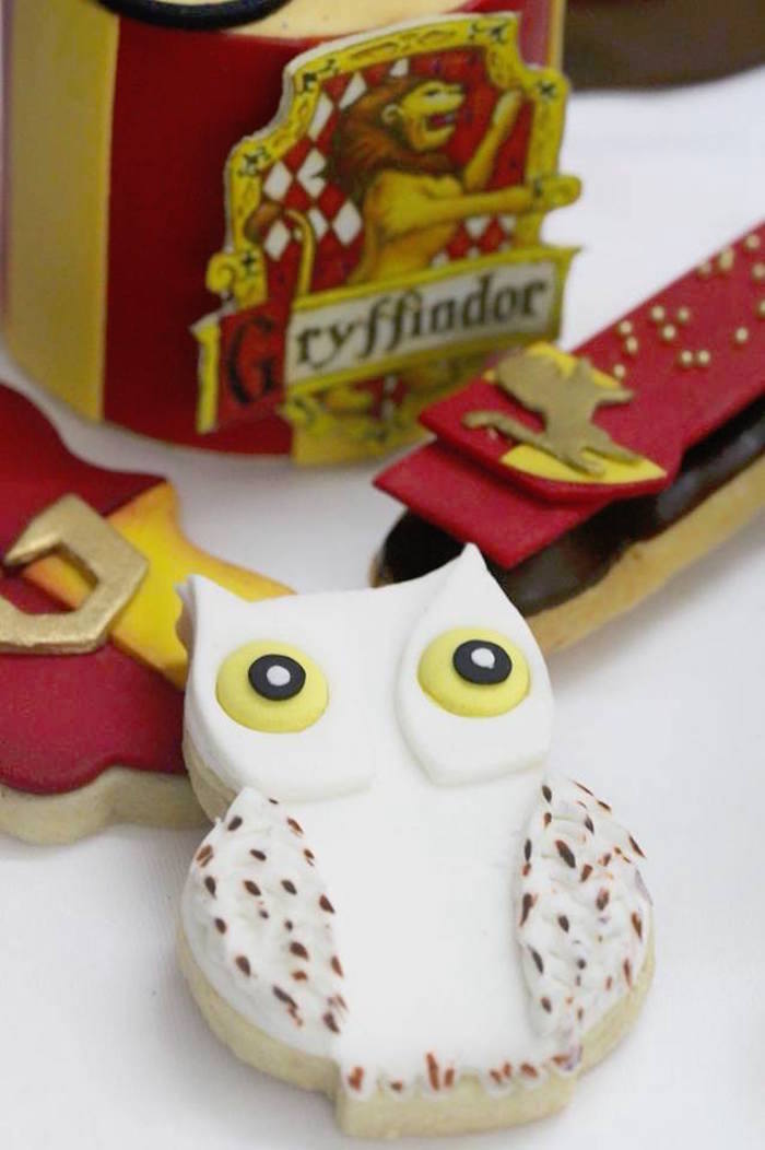 White Owl + Hedwig Cookie from a Harry Potter Birthday Pool Party on Kara's Party Ideas | KarasPartyIdeas.com (3)