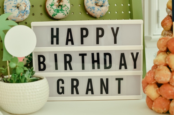 Lightbox Sign from a Retro Country Club + Golf Birthday Party on Kara's Party Ideas | KarasPartyIdeas.com (32)