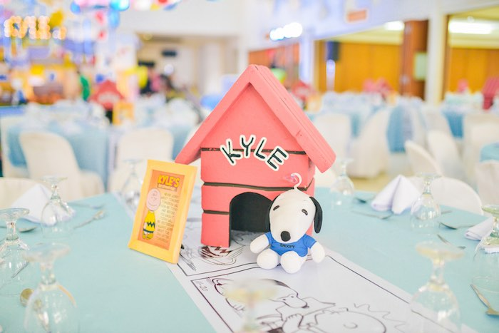 Snoopy Guest Table + Centerpiece from a Snoopy Peanuts Birthday Party on Kara's Party Ideas | KarasPartyIdeas.com (21)