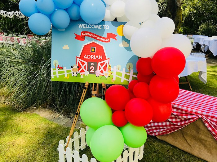 Barnyard Balloon Welcome Sign from a Barnyard Farm Birthday Party on Kara's Party Ideas | KarasPartyIdeas.com (13)