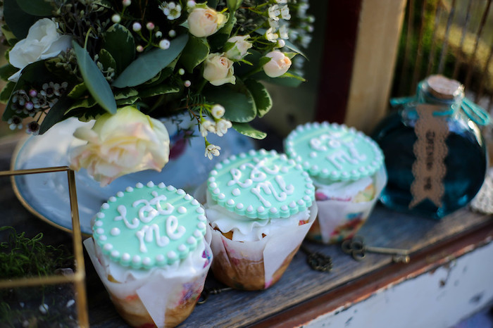 Alice in Wonderland Cupcakes from a Vintage Alice in Wonderland Inspired Cake Smash on Kara's Party Ideas | KarasPartyIdeas.com (14)