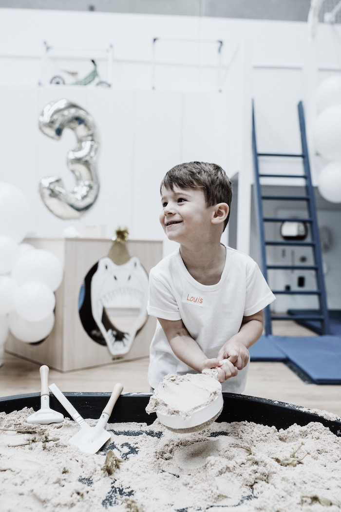 Dinosaur Dig From A Monochromatic Roaring 3rd Birthday Party On Karas Ideas